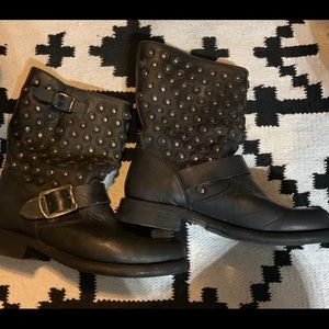 Frye Jenna Disc Stud Boots Black Distressed  6